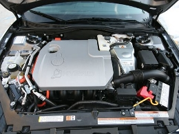 The engine of a Ford Focus, 2010.